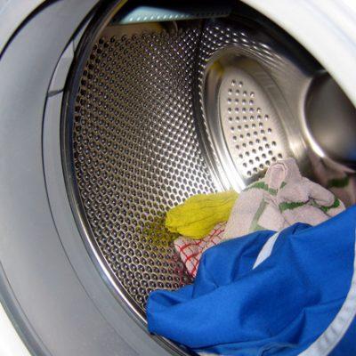 Een stinkende wasmachine? Zo kom je er vanaf!