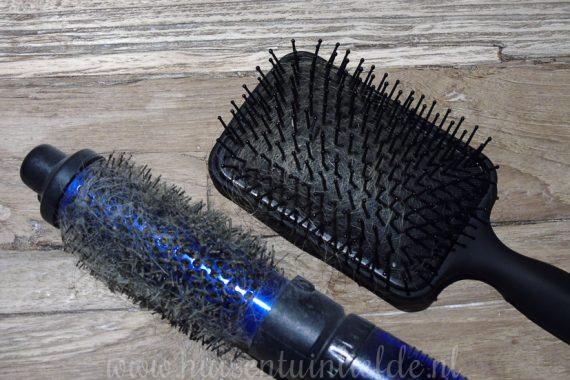 Haarborstel en kam schoonmaken